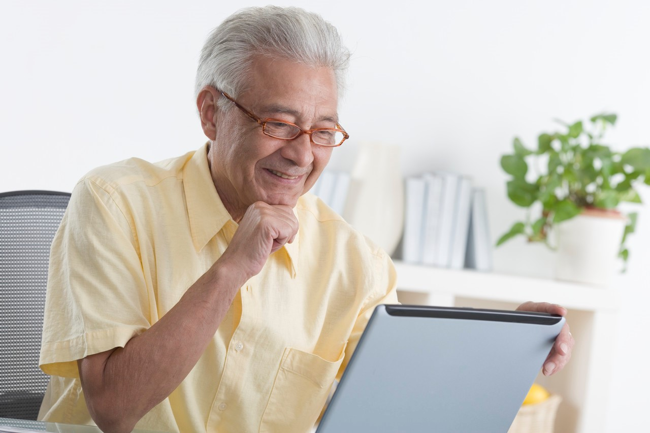 Can social interaction slow cognitive decline in seniors?